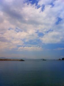 9月15日は愛媛県に出張。ランチタイムに瀬戸内海の斎灘(いつきなだ)で。対岸は広島県
