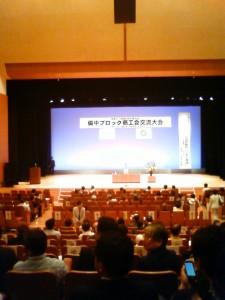 700人弱収容のホール内観。ほぼ満席でした